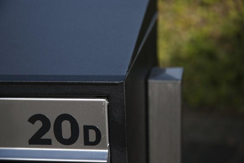 Huisnummer inclusief beplakken op postkastsysteem Allux
